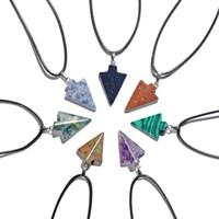 Naturstein-Pfeil-Kopf-Anhänger Halskette für Frauen Männer Pfeilspitze Healing Punkt Glücklich Chakra Healing Reike Charme-Kristallschmucksachen 12PCS / LOT