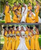 2021 Mermaid gelbe Brautjungfer Kleider Afrikanische Sommergarten Land Hochzeit Trauzeugin Kleider plus Größe nach Maß