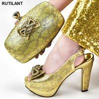 Zapatos italianos con los bolsos que emparejan Conjunto decorado con aplicaciones de Italia zapatos y la bolsa italiana de la manera mujeres novia Bombas monedero