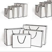 Blanco presente Tarjeta bolsas de papel kraft de embalaje en bolsas de tela de almacenamiento de moda bolso de compras del espesamiento Publicidad personalizada 1 86GR c2
