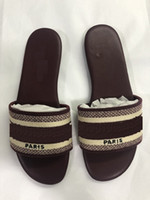 Diseñador de lujo de cuero para mujer Sandalias de verano Slipper Slipper Fashion Beach Cartoon Big Head Slipper Arco iris Letras Zapatillas zapatos de mujer