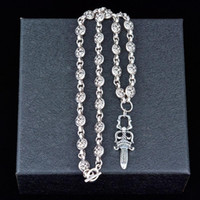 Luxus-Titan Stahl Ornament Kreuz Kreative hängende Halskette Mode für Männer und Frauen kurze Strickjacke-Kette