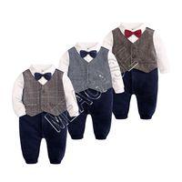Nouveau-né Bébés garçons Romper Bow Tie Gentleman manches longues Jumpsuit Romper ins Brithday Vêtements tout-petits enfants Smokings Bowtie shirt Tenues D81204