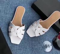 2020 Le nouveau design classique à bout ouvert petit bout carré sandales en cuir verni vachette, doublure en pierre à l'intérieur en peau de mouton peau de vache rembourré