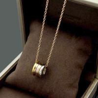 وصول جديد أزياء كلاسيكية سيدة 316L التيتانيوم الصلب 18K مطلية بالذهب القلائد مع الترقين 3 اللون الربيع قلادة الزفاف الاشتباك