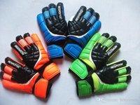 Nueva portero de fútbol Guantes de protección del dedo del profesional de los hombres Guantes adultos / niños más gruesos guantes de portero de fútbol envío rápido