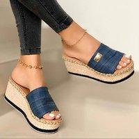 Летние женщины клиновые тапочки платформы Flip Plops мягкие удобные 2020 новые повседневные туфли на улице пляжные сандалии дамы тапочки