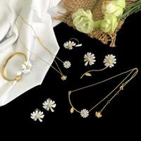 Joyería de diseño de lujo collar de mujer margarita colgante collares de moda flor de la joyería de la boda conjuntos de cobre con chapado en oro elegante