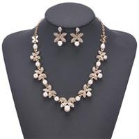 Vier-Blatt-Perlen-Verzierung Hochzeit Studs Halsketten-Sätze INS Art und Weise reizender Marken-Frauen-Ohrringe Persönlichkeit Trendy Mädchen Ketten Set