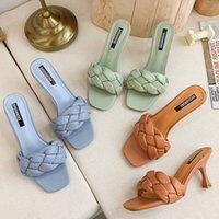 2020 Nouveau design Weave Femmes Slipper Mesdames mince talon haut Sandale ouvert Slip orteil été en plein air Diapositives Flip Flop Chaussures