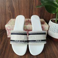 Voltear nuevo color para mujer de los deslizadores de París hermosas Scuff zapatos de verano sandalias de playa Diapositivas Zapatillas señoras de los fracasos de los holgazanes atractiva bordada el mejor