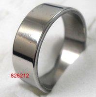 30pcs / lot de plata simple y sencilla es de 8 mm Ancho de moda los anillos del acero inoxidable para los hombres Lotes de joyas