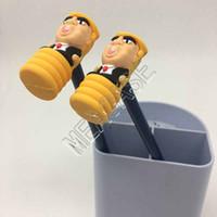 Presidente Donald Trump Talking Toy Toy Hammer Lápiz con martillo de PVC 2pcs Conjunto Diseñadores Divertido Drunktop Pantalla Lápiz Soporte de lápices Maker D81707