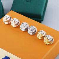 Avrupa Amerika Tarzı Takı Setleri Lady Kadınlar Kazınmış V Başlar L Için V Çift Renk Altın Sikke Saplama Küpe M69664
