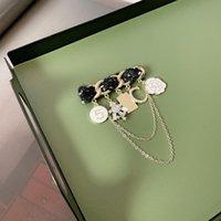 Heißer Verkauf Korean retro hochwertige Mode Kamelie Stift Perle Quaste Brief Temperament Corsage Anzug Brosche freies Verschiffen