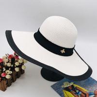 2020 Negro Blanco playa pequeña abeja sombrero nuevo verano moda de la calle sombreros para mujer casquillos ajustables para mujer Cap 2 colores de calidad superior