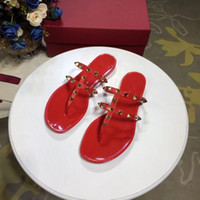 Le scarpe da donna rivettate con vera pelle vernice a doppio loop sandali piatti pantofole non sfregare più di un colore