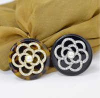 Женская высококачественная жемчужина камелия акриловой брошь с бриллиантами двойного назначения шелковой шарфа пряжка угла пряжка шарф грудь украшения быстрой доставкой