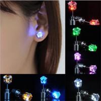 Gadget LED Mujeres Hombres Joyería de moda Iluminación para arriba Crown Crystal Gotas Pendientes Paquete al por menor