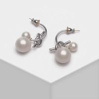 Dangle Chandelier Amorita Boutique Le forme geometriche sono abbinate a orecchini a goccia di perla artificiale