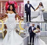 2021 Robes de mariée de sirène Plus la taille des robes de mariée de l'épaule balayage Train Tulle Dentelle Robe de mariée africaine Custom