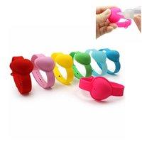 10ml a forma di cuore in silicone del polso del braccialetto Hand Sanitizer Wristband Dispensing sapone Wearable portatile Sanitizer Strap anello Bangle FFA4427