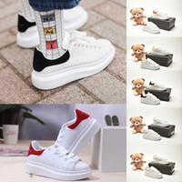 McQueen scarpe 2020 Baby-Luxus-Platform Kinder-Designer-Schuhe Reflective Triple Black Weiß Goldene Kinder beiläufige Turnschuh-Party-Mode Leder flache Schuhe