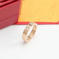 Anéis de aço inoxidável de titânio para mulheres homens casais casais cúbicos zircônia alianças de casamento moda caixa de suprimento de jóias