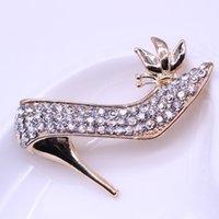 Pines, Broches 2021 Encanto Zapatos de tacón alto Broche Cuello de cristal Pin para mujer suéter camisetas Ropa Oro Elegante Lady Femme Joyería