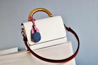 حقائب Luxurys المصممين حقائب حار بيع المرأة جلد طبيعي V قفل رفرف حقيبة يد Pochette تويست الكتف حقيبة سيدة حقيبة CROSSBODY
