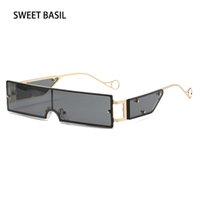 Базилик 2020 Мода Малые площади Солнцезащитные очки Женщины Brand Design Уникальные Rivet Солнцезащитные очки Мужчины Vintage Punk Стиль очки