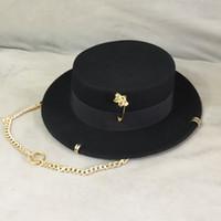 검은 모자 여성 영국 양모 모자 패션 파티 평면 탑 모자 체인 스트랩 및 핀 Fedoras 거리 스타일 촬영을위한 여자를위한