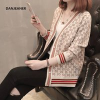 Danjeaner корейского стиля однобортных кардиганов женщины свитер зима V-образный вырез с длинным рукав Модной Printed Трикотаж 200918