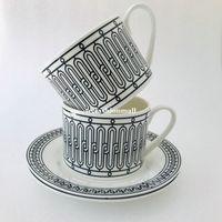 Hueso clásico China Copa de café y Sacuer Línea negra Cerámica Taza de té Taza de té de alta gama Pocelain Conjunto de café Fashional Webware Cumpleaños Regalo