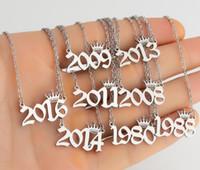 1980-2019 Número de ano de nascimento personalizado Colares Costura Crown Inicial Colar Pingentes para Mulheres Meninas Jóias Aniversário Ano Especial