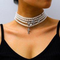 Frauen arbeiten Halsketten-mehrschichtige Perlen Number 2-Kreuz-Anhänger-Halsketten Damen Evenin Partei Chokers Statement Schmuck Accessoires