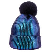 2020 Kış Isınma Bere Pom Altın İki Renkli Örgü Şapka Kadın Erkek Moda Doğa Sporları Casual Tığ Şapka Caps Engelleme LY9162 takkelerden