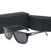 Marco cuadrado polarizado de lentes polarizadas de gafas de sol de hombres de negocios con caja