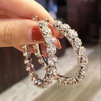 Huitan di lusso di grande misura del cerchio orecchini per le donne micro pavimentato lucido CZ Versatile Femmina Stile Wear Daily dell'orecchio dei monili Loop di moda