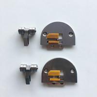 Industrienähmaschine Flachwagen Template Stoffdrückerfuß Zähne Stichplatte Kunststoffrolle Form Nadel K-2 Stoffdrückerfuß