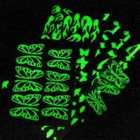Fiamma 3D Fiamma dell'alfabeto dell'alfabeto dell'alfabeto delle unghie luminose Adesivi artistici Glow nei decorazioni del chiodo scuro glitter Decorazioni manicure