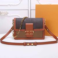 Moda clássica nova bolsa com elementos de design de flor de letra em pele de coroa macia com fecho de quadro, saco de mensageiro