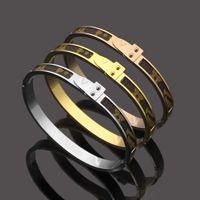 Europa América estilo estilo dama mujeres titanio acero grabado v iniciales pegar la pulsera de cuero estrecho brazalete 3 color