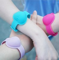 10ml Hand Sanitizer silicone del braccialetto del polso a forma di cuore Wristband portatile Dispensing Squeezy Sanitizer braccialetto di favore di partito regalo LJJP512-9
