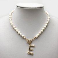 Femmes Perle Chaîne Collier Lettre Pendentif Baroque Strass Orbit Collier Pendentif pour cadeau Fête Mode Bijoux Accessoires En gros