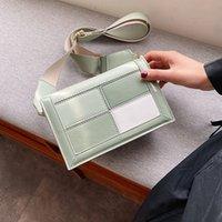 Beliebte Frauen-Beutel 2020 neue Art und Weise Color Matching Plaid Quadrat Sling Bag Breite Schulterriemen Schulter- / Umhängetasche