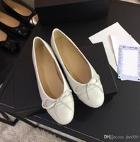 2020 Kleid Schuhe Designer Echtes Weiche Leder Rhombische Damen Bogen Schuhe Luxus Brief Klassische Frau Schaffell Flache Bootsschuhe Größe 34-42