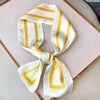 Letra de la manera ángulo nuevo diseño plano y largo Ocupación bufanda de seda pequeña venda de la bufanda bolsa de regalo de la manija de la bufanda de las mujeres