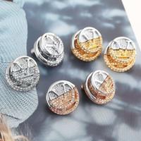 Europa America Style Set di gioielli Set Lady Donne incise V Iniziali L a V Doppio colore Gold Coin Setting Diamond Stud Orecchini M69588