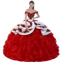 Vibrante Alças camadas de cetim Negrito bordado Applique mexicana Charro Branco e vermelho Quinceanera vestido de baile com arco Voltar